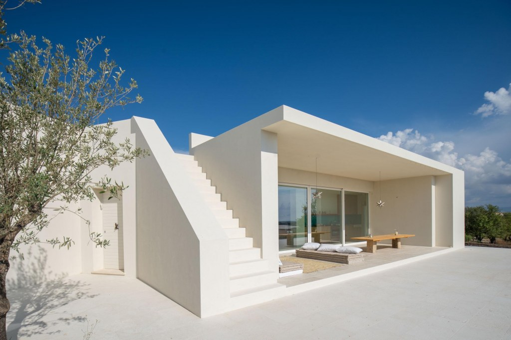 Villa in Sicily 2 / Stair to roof