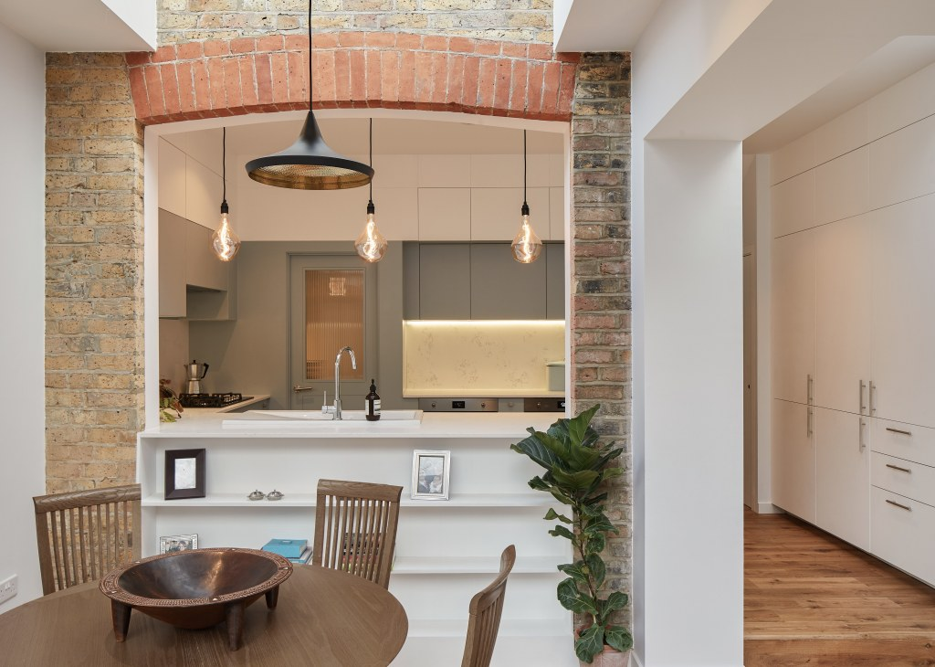 BOW KITCHEN EXTENSION / Bow Extension