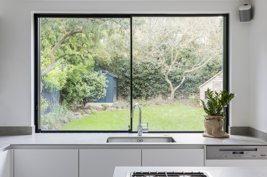 BLACKHEATH EXTENSION & REDESIGN / Blackheath Kitchen View 1