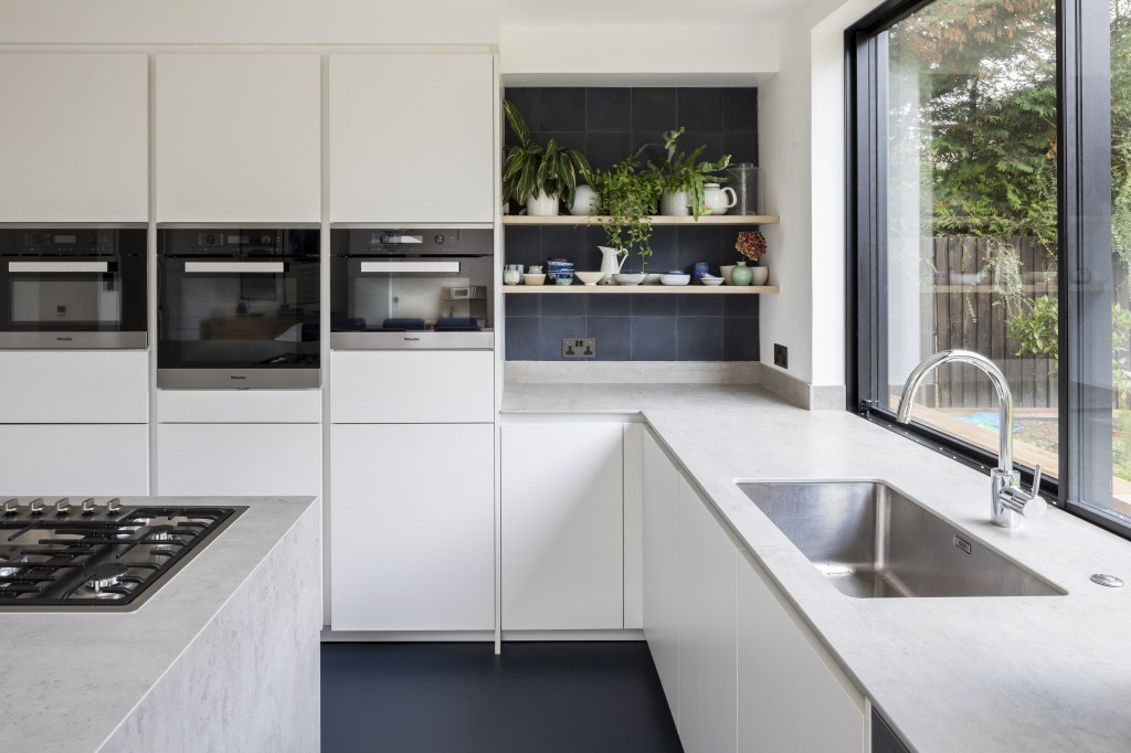 BLACKHEATH EXTENSION & REDESIGN / Blackheath Kitchen View 2