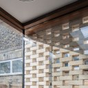 Brick Screen House / Corner glass