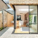 Glazed corner house / The glazed corner