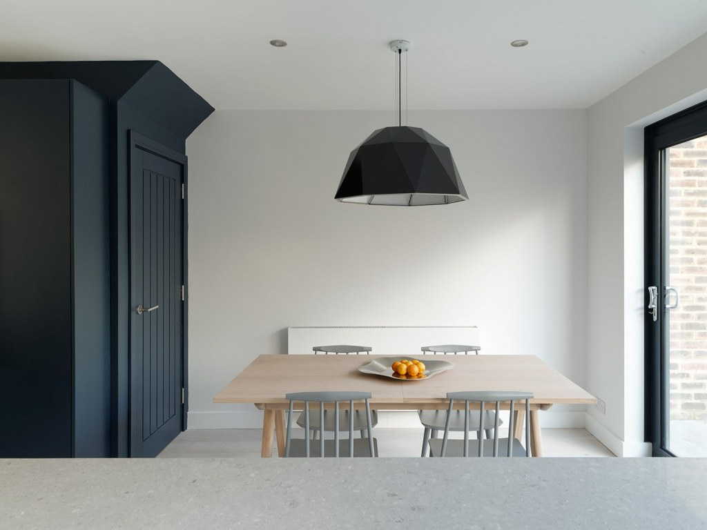 Rufus Close / A 1980's Terrace, Remodelled & Modernised 6