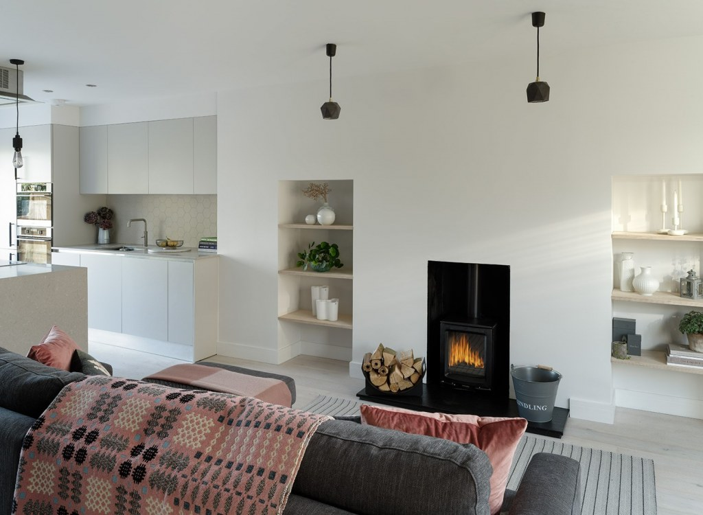 Rufus Close / A 1980's Terrace, Remodelled & Modernised 22