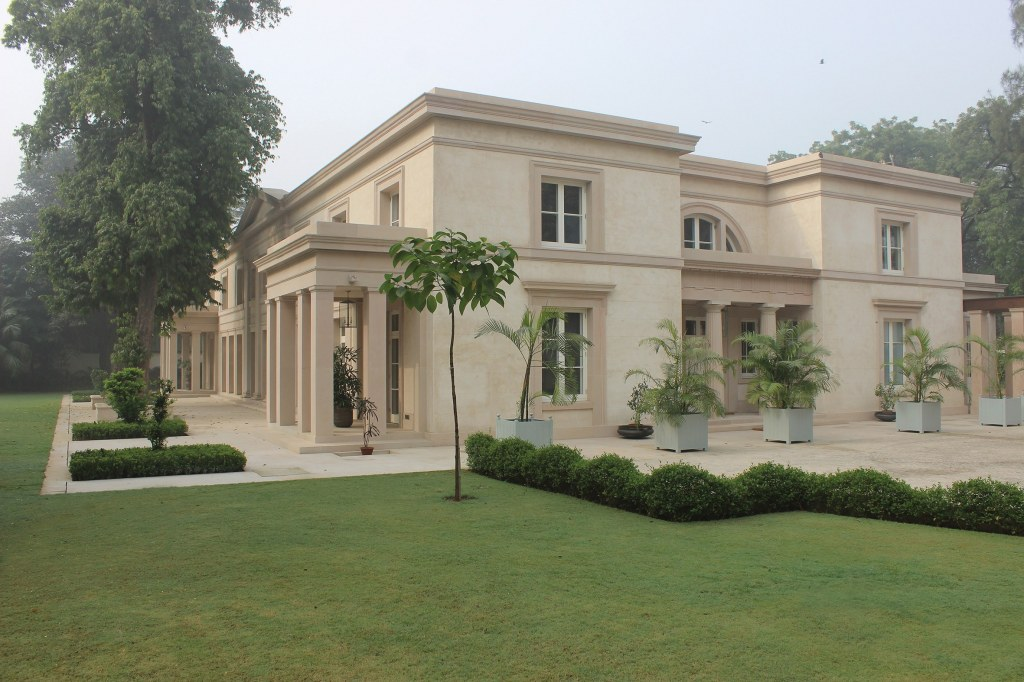 Modern Classical villa in New Delhi / New Classical villa in New Delhi