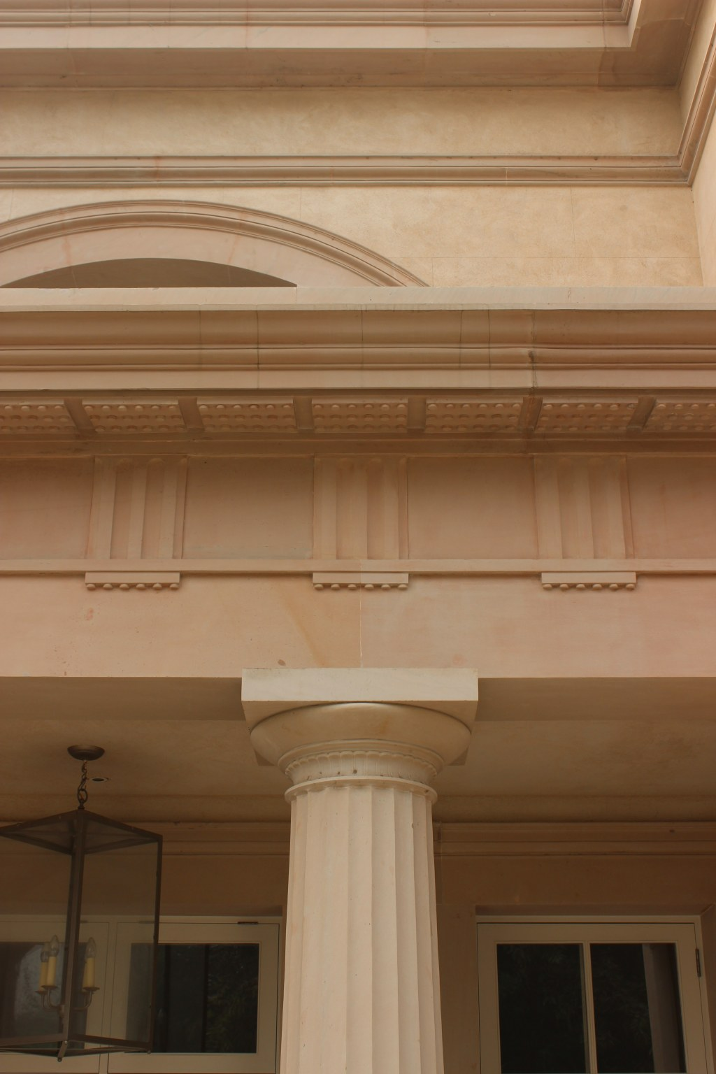 Modern Classical villa in New Delhi / Column detail