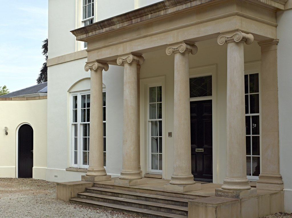 New town house in Cheltenham / Entrance portico