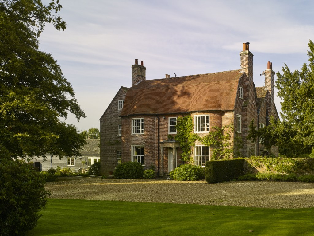 Restoration & extension to Grade II Listed house and barn conversion / Main elevation