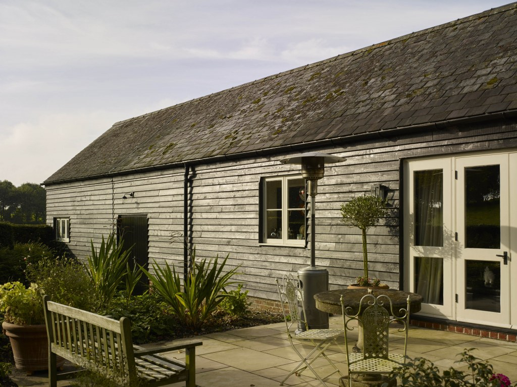 Restoration & extension to Grade II Listed house and barn conversion / Barn
