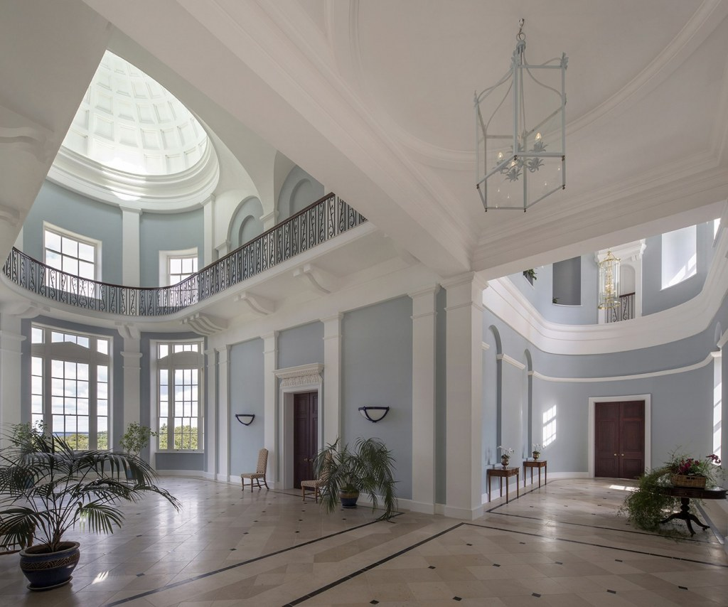 New Country House / Entrance hall