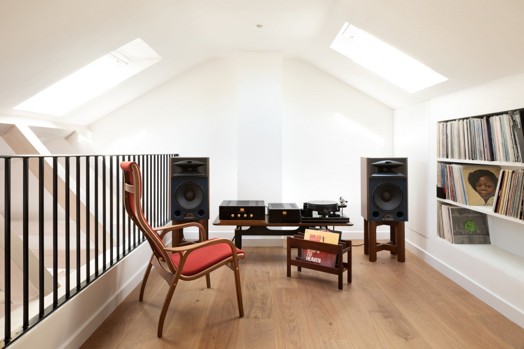 PRIVATE RESIDENCE - MAIDA VALE / Listening room