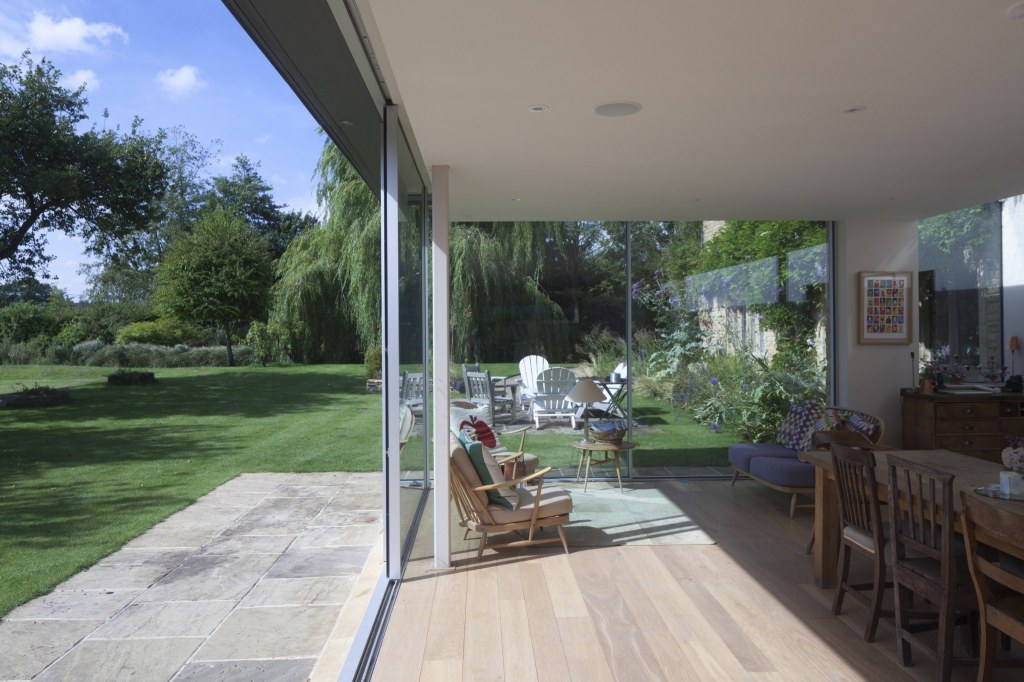 Contemporary Extension / Inside-outside space