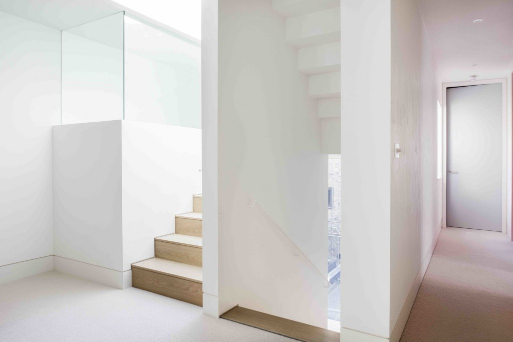 Chelsea Property / Stair 01
