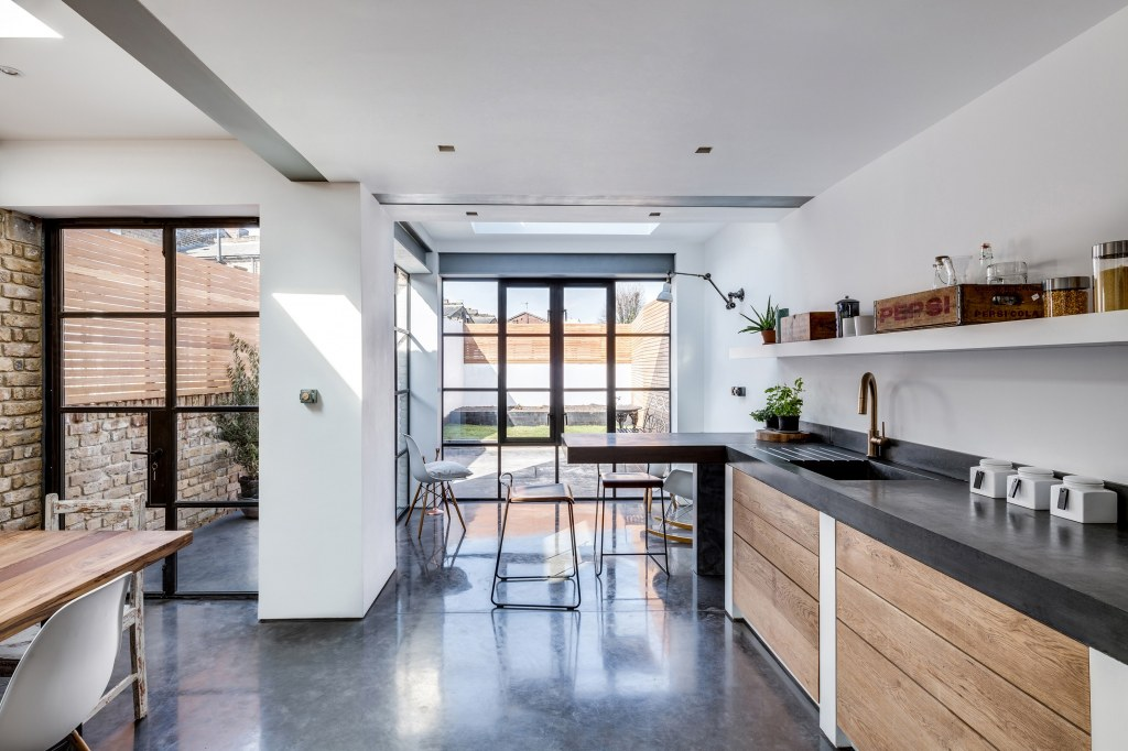 Holton Street / Kitchen