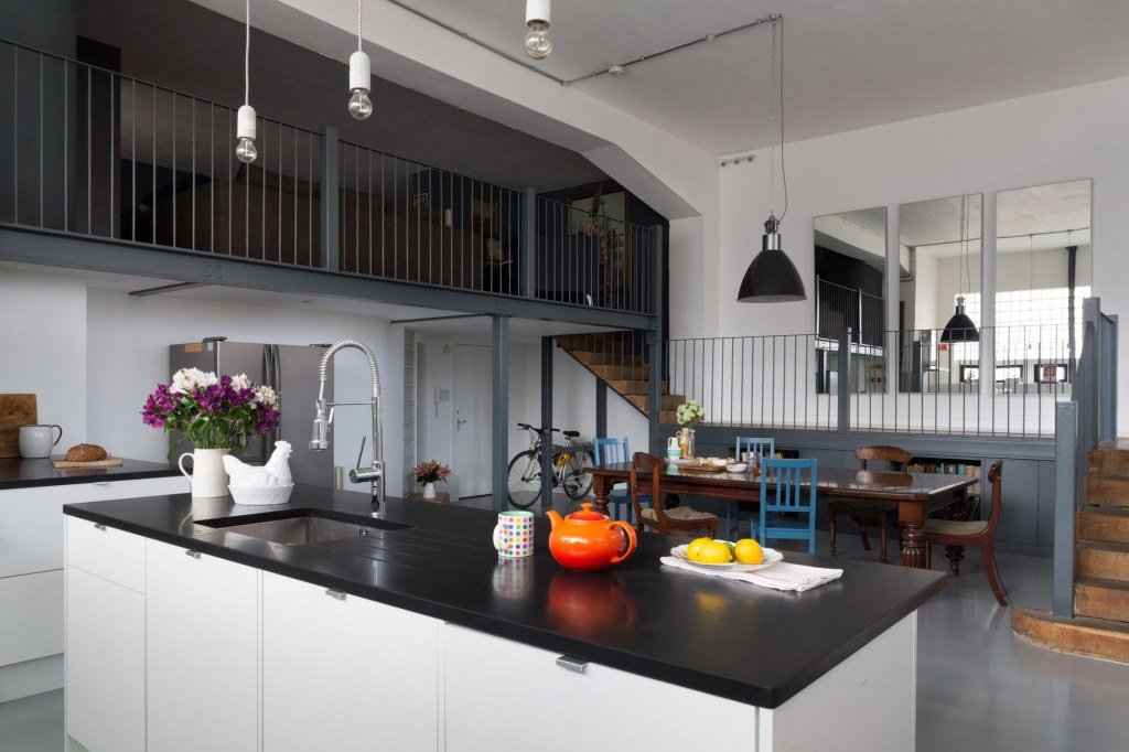 Dehavilland Studios, East London / Dining room and kitchen