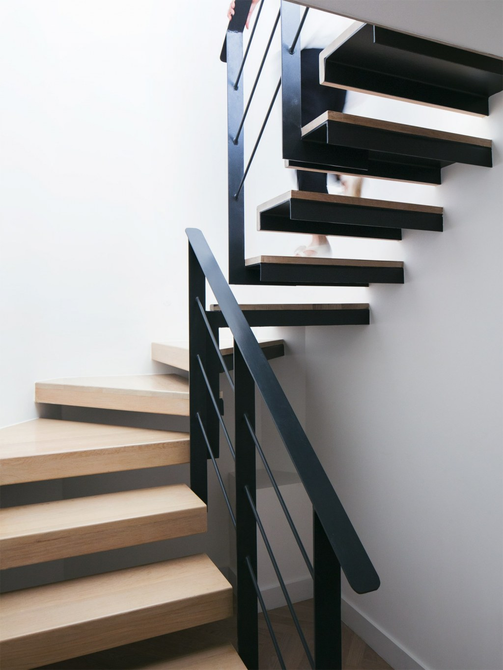 Wine Collector's Flat / Staircase