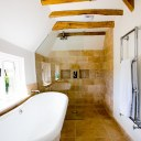 Catslands Farmhouse / Family Bathroom